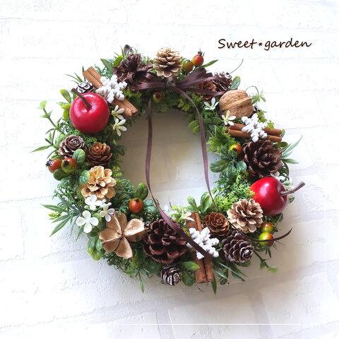*秋冬を素敵に彩るアップルと木の実のナチュラルリース1(c093-1)*玄関ドアなど外にも飾れるアーティフィシャルリース