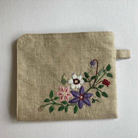 クレマチス刺繍の仕切り付きマスクケース☆送料無料