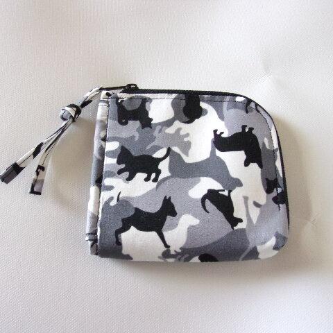 犬と猫のシルエット迷彩柄のL字ファスナー財布