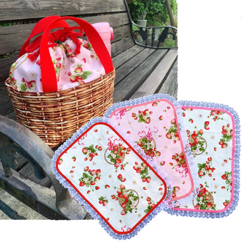【保温・保冷】かわいいイチゴのお弁当袋(ピンク)&ランチマット3枚セット