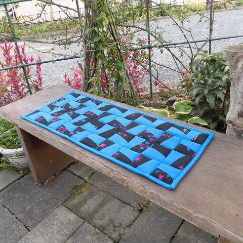 パッチワーク敷物クッションマット・長サイズ・薄型・青と絣模様