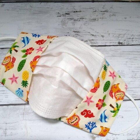 沖縄紅型風シーサー柄の不織布マスクカバー(アイボリー)