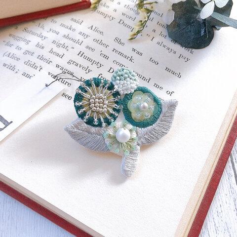 【1点物】華GREEN丸花の花束ビーズ刺繍ブローチ
