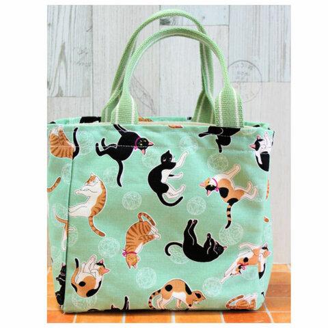 ミントグリーンカラーのかわいい猫柄・帆布のバッグ