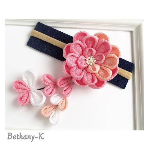 受注≪6cmダリア(下がり付き)≫桜×桃×ローズピンク+下がりに白色のママでも簡単につけられるつまみ細工✴︎BETHANY- K ✴︎