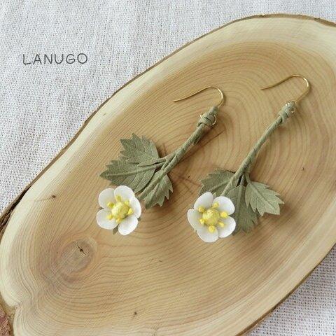 Lucky&Love ワイルドストロベリーの花のピアスorイヤリング