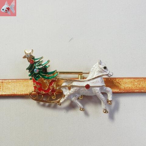 ◆白馬とクリスマスツリーの帯留め飾り