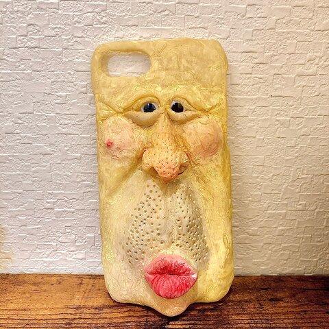 こちらを見つめているおじさんのiPhoneケース