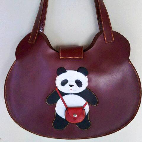 牛革製肩かけバッグ「大熊猫」ワインレッド色