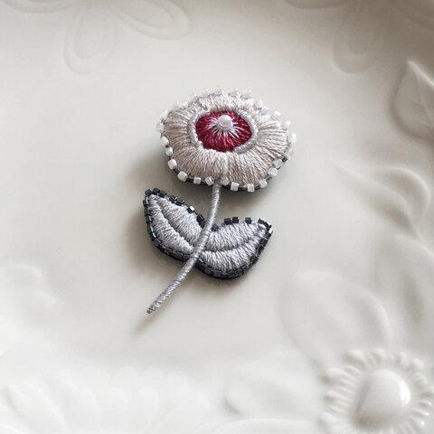 バラ刺繍のブローチrose