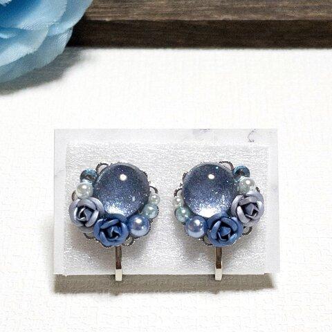 ブルー系の薔薇とカボションのイヤリング