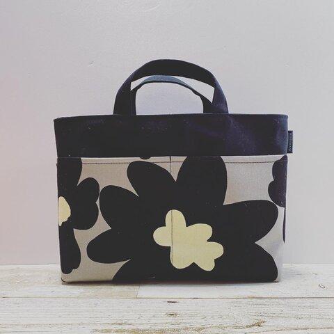 【再販34】帆布のバッグインバッグ (北欧花柄・ブラック×グレー)