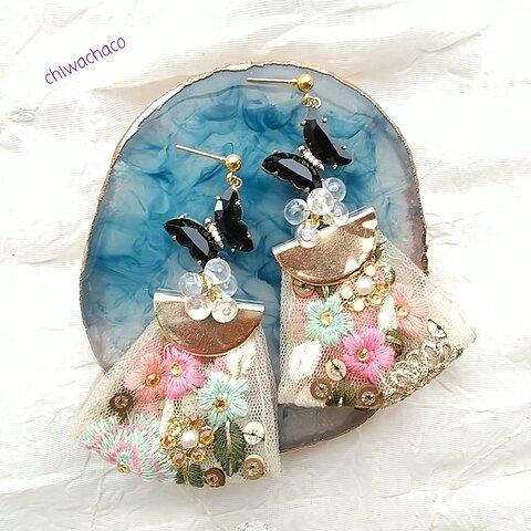 鮮やかな花に舞う蝶*インド刺繍タッセルポストピアスorイヤリング