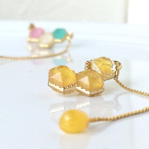 雫したたる蜂蜜宝石 ✳︎   ノンホール ピアス   (イヤリング)  蜜色  〜ハニー・キャンディーみ たいなスイーツ質感。ポップなイエロー〜  ✻再販8✻