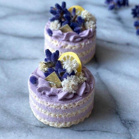 ラベンダーのネイキッドケーキ