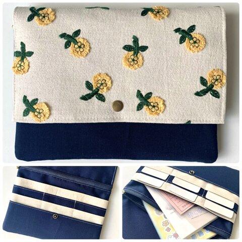 デイジーの花柄刺繍マルチケース(大) 母子手帳ケース