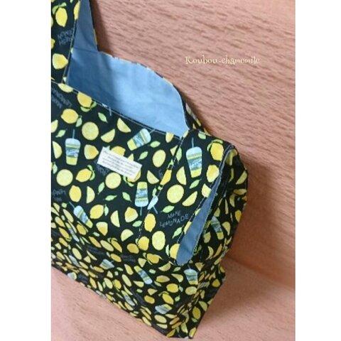 レジ袋タイプのエコバッグ(さわやかレモンのレモネード柄~ブラック)