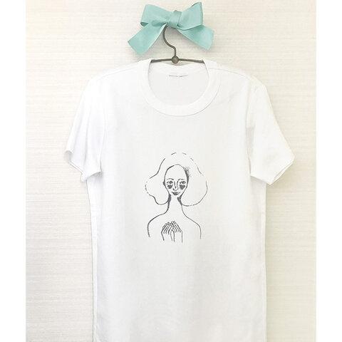 胸にときめきを持つ女の子のためのTシャツ(ホワイト)