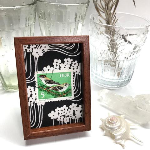 東欧切手の小さな額 マグネットフレーム モミの枝の小鳥 東ドイツ