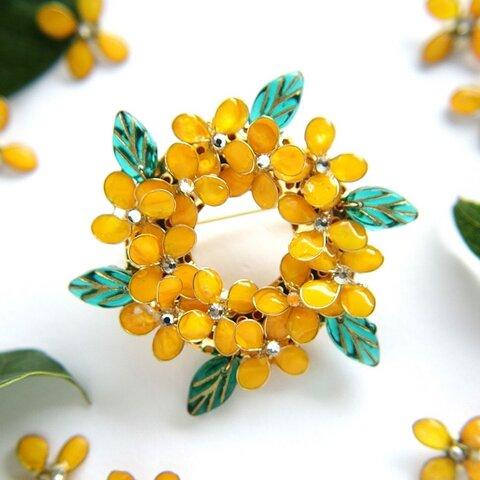 金木犀のリースのブローチ  秋 10月 誕生日花
