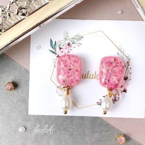 【ピンク】ファルファーレと雫型パールのスクエアピアス