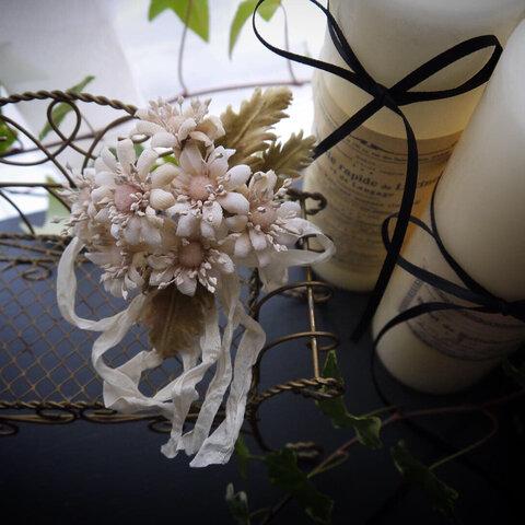 アンティーク風 マーガレットの染め花コサージュ