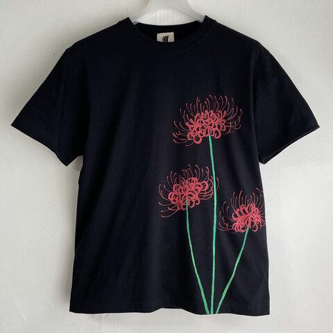 彼岸花柄Tシャツ ブラック 手描きで描いた彼岸花柄Tシャツ 曼珠沙華 秋 黒