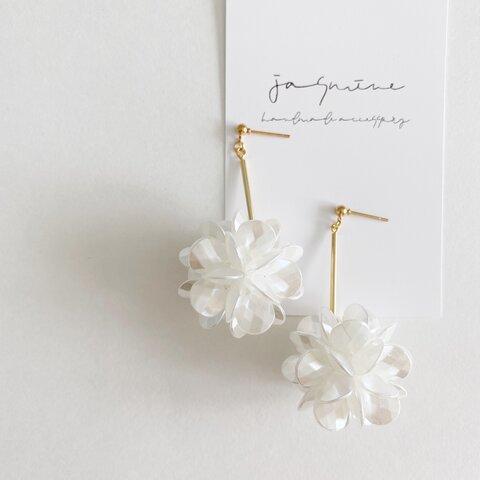 フラワーボール スティックピアス/イヤリング 大きめサイズ お花 ホワイトフラワー