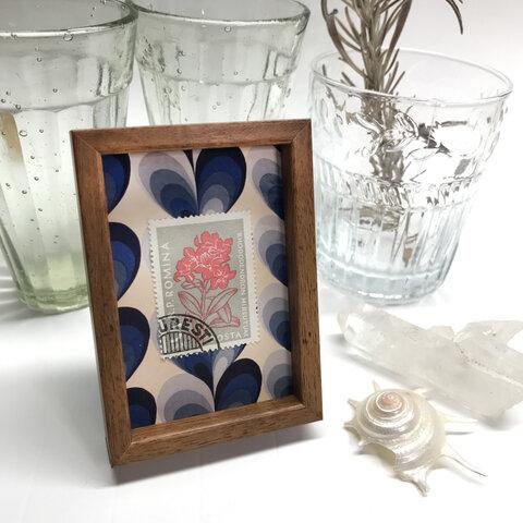 東欧切手の小さな額 マグネットフレーム 赤いやさしい花 ルーマニア
