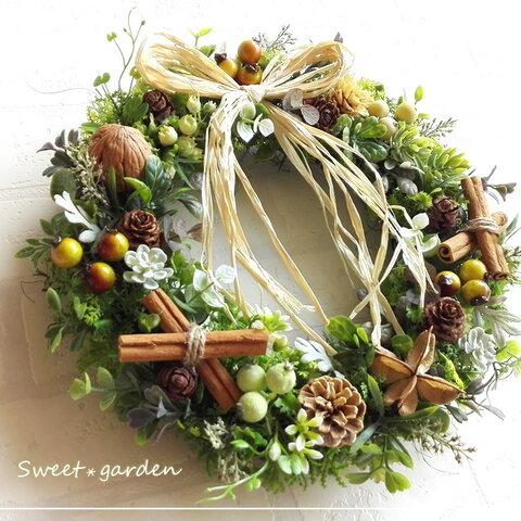 【再販】ナチュラルグリーンと木の実の贅沢リース(fw080)*玄関ドアなど外にも飾れるアーティフィシャルリース