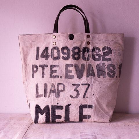 鞄一杯に描かれた手書き文字が光ります。40's 50'sイギリス軍MELFオープントップキャンバスサイズIND_1255