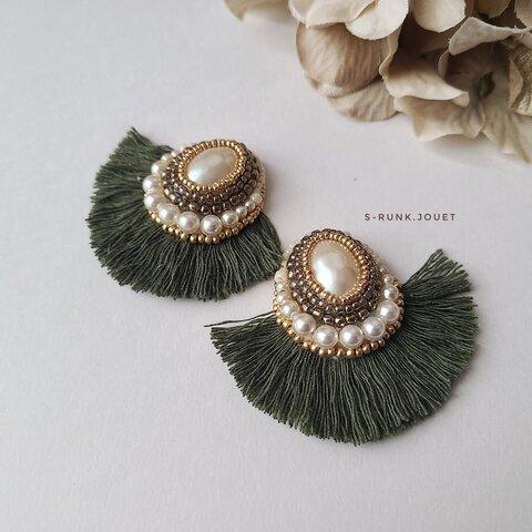 刺繍とフリンジの大ぶりイヤリング/ピアス