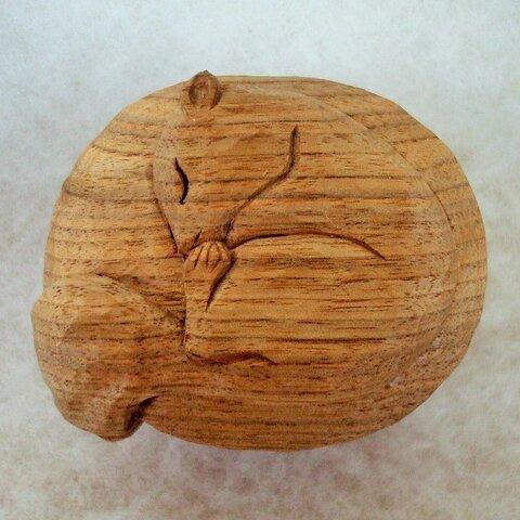 ♪シマリスをあしらった木彫りの小物入れBOX♪