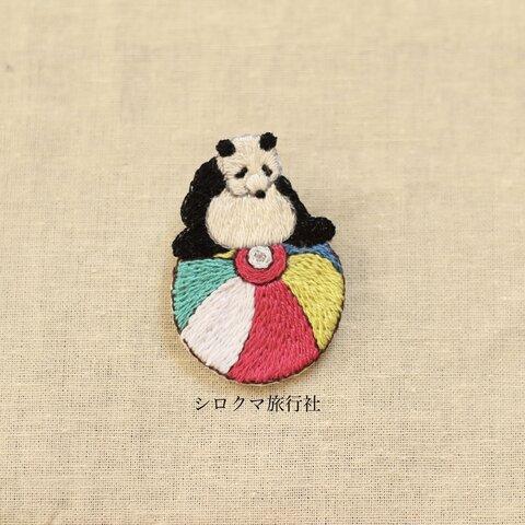 ころころパンダの刺繍ブローチ(すわる)