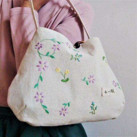 花ちらし刺繍のナチュラルバッグ