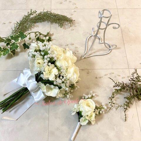 クラッチブーケ ブーケ バラ かすみ草 白 枯れない花 造花 アーティフィシャルフラワー オーダーブーケ  ウエディングアイテム ホワイト ガーデンウエディング  海外ウエディング ぶー