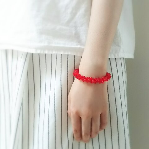 真っ赤な実のブレスレット
