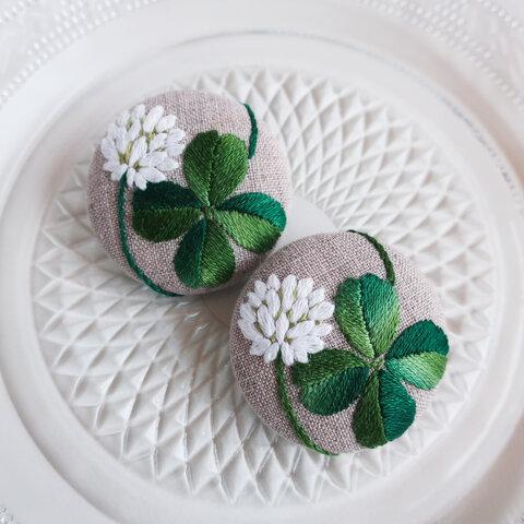 四つ葉のクローバーと白詰草の手刺繍ブローチその5