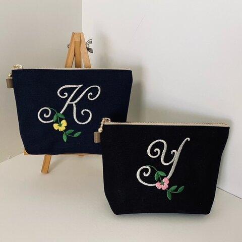 帆布の選べるイニシャル刺繍のポーチお花柄イエローパープルピンク花一凛 黒 紺 16㎝18㎝20㎝