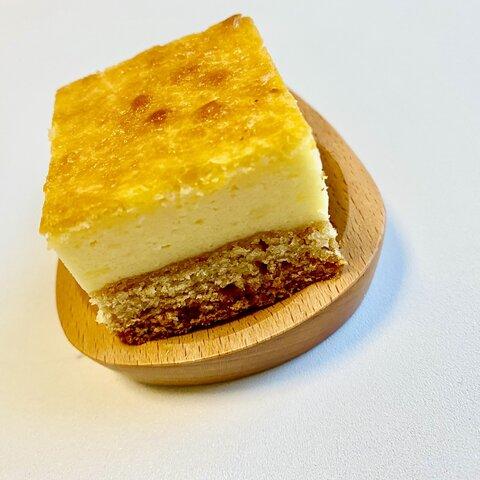 ボトムたっぷり濃厚ベイクドチーズケーキ