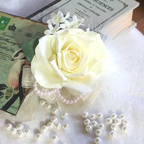 白バラとファーのコサージュ(CS032)