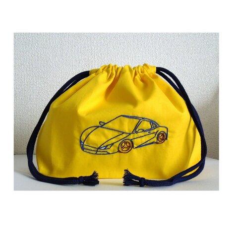 車の刺繍が入ったお弁当袋