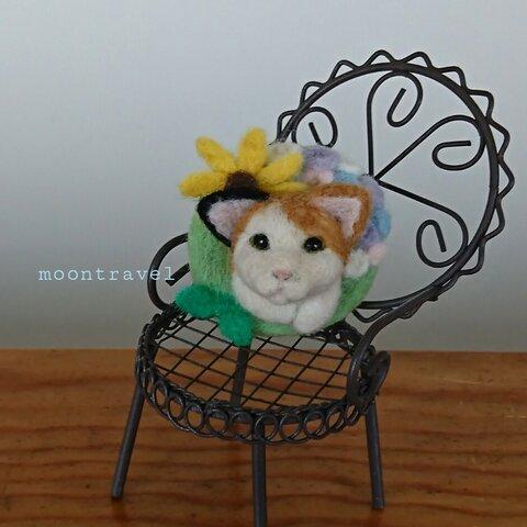 三毛猫と梅雨時の太陽のリース ブローチ