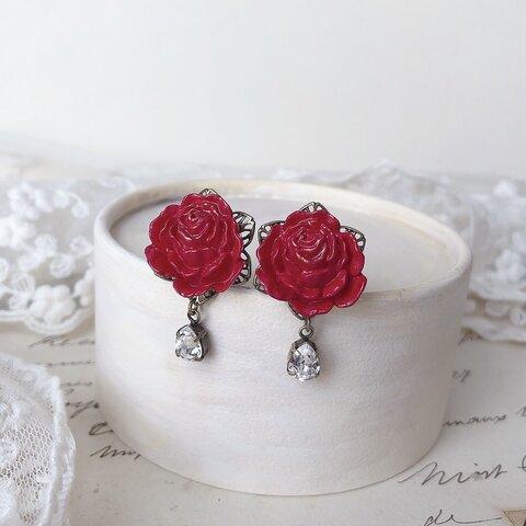 深紅の薔薇とクリスタルのイヤリング