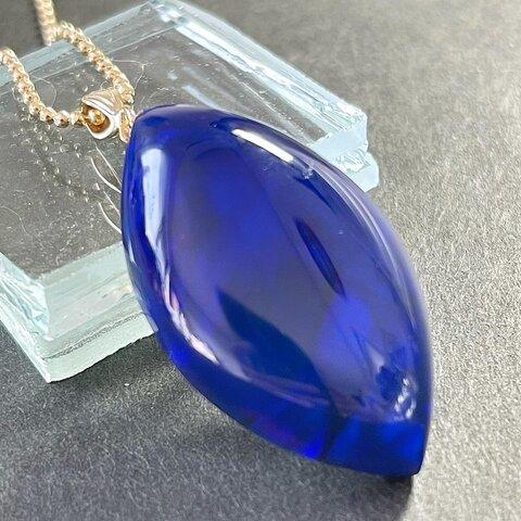 ハイブリッドオパール 葉っぱ型のネックレス(ブラック青斑)