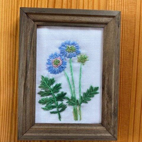マツムシソウ/植物画風 フレーム付き刺繍飾り