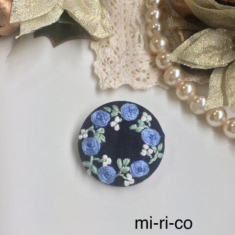 青薔薇の花刺繍  ブローチ/ヘアゴム(中)