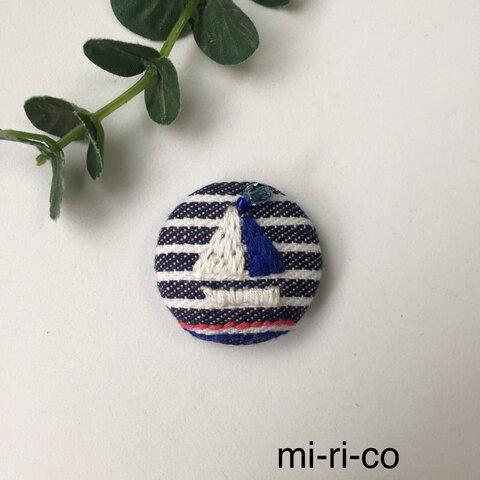 ヨットの刺繍 ブローチ/ヘアゴム(中)