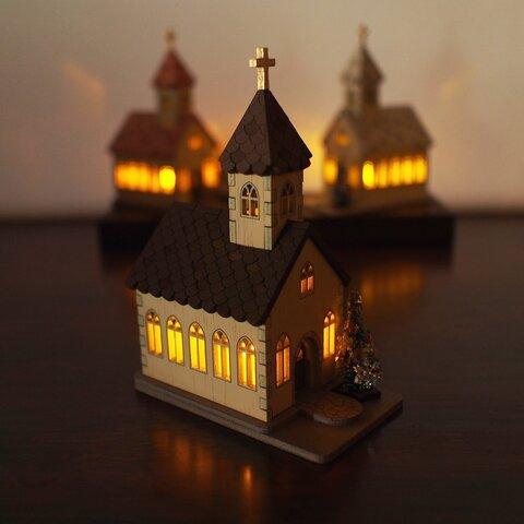 ミニチュア 木製チャーチ クリスマス LEDキャンドル こげ茶屋根