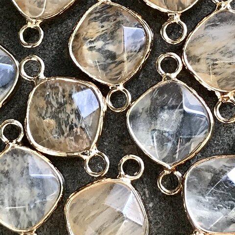 1個 水晶 ダイヤ 菱形 コネクター  2カン カン付き メタルフレーム ゴールド枠付き 天然石 素材 パーツ